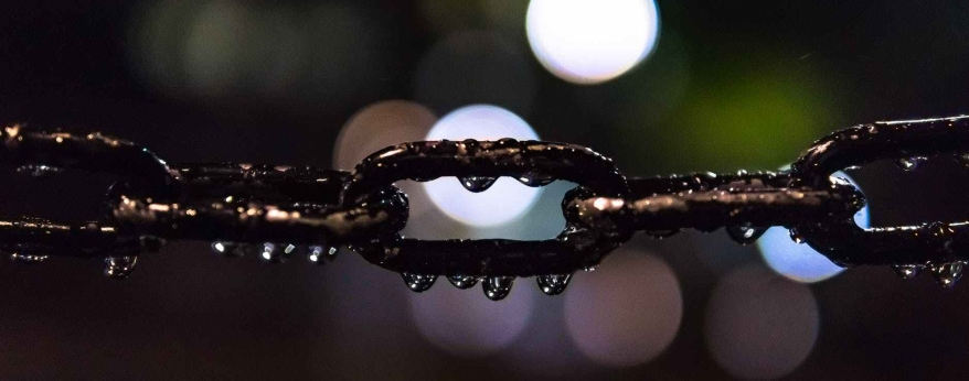 selective focus photo of black metal chain